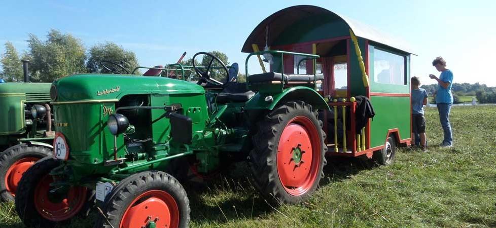 Op zondag krijgen we altijd bezoek van de tractoren