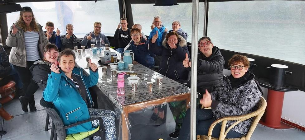 De Loever, Anbrona en Droomhuis bedanken Jozef, Lucas en Corina voor een mooie tocht met wind en veel regen. Het mocht de pret niet drukken!